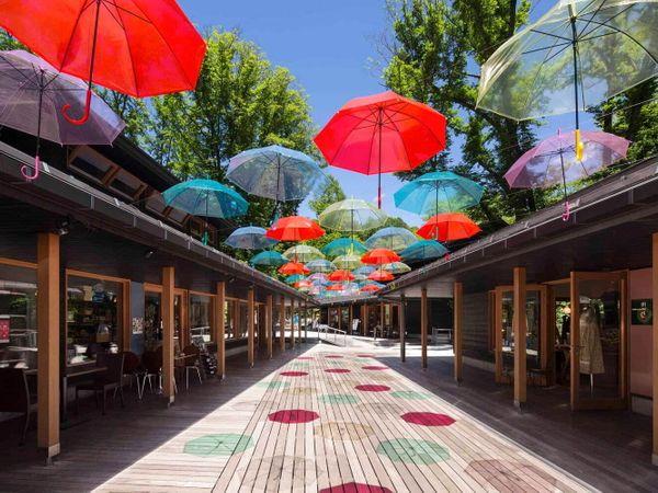 【輕井澤】梅雨季也很精彩!星野渡假村「榆樹街小鎮」:「輕井澤Umbrella sky 2021」打卡必去!