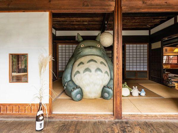 可以走進《龍貓》的家,與豆豆龍一起合照?!吉卜力粉絲東京周邊朝聖景點4選