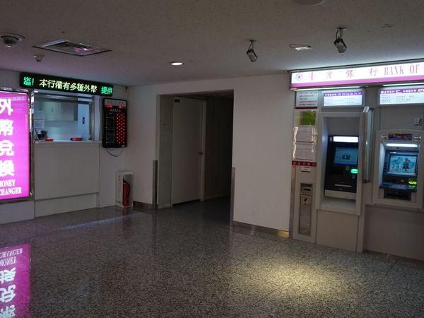 【台灣桃園機場- 外幣提款機 第一航廈臺銀外幣ATM 位置】