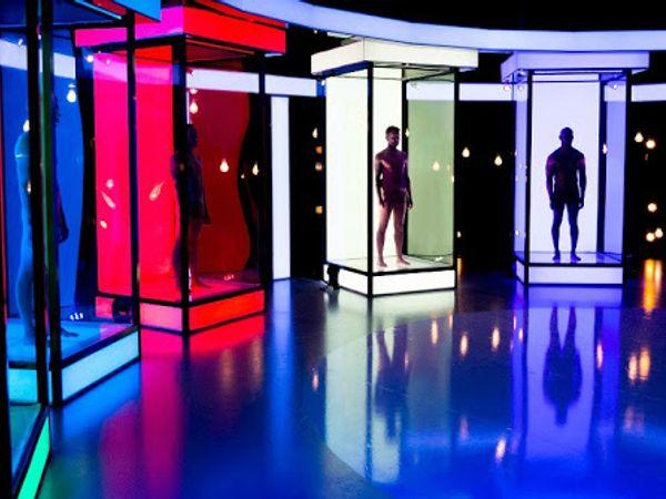 英國|令人瞠目結舌的全裸交友節目《Naked Attraction》 只滿足了大眾的偷窺慾?